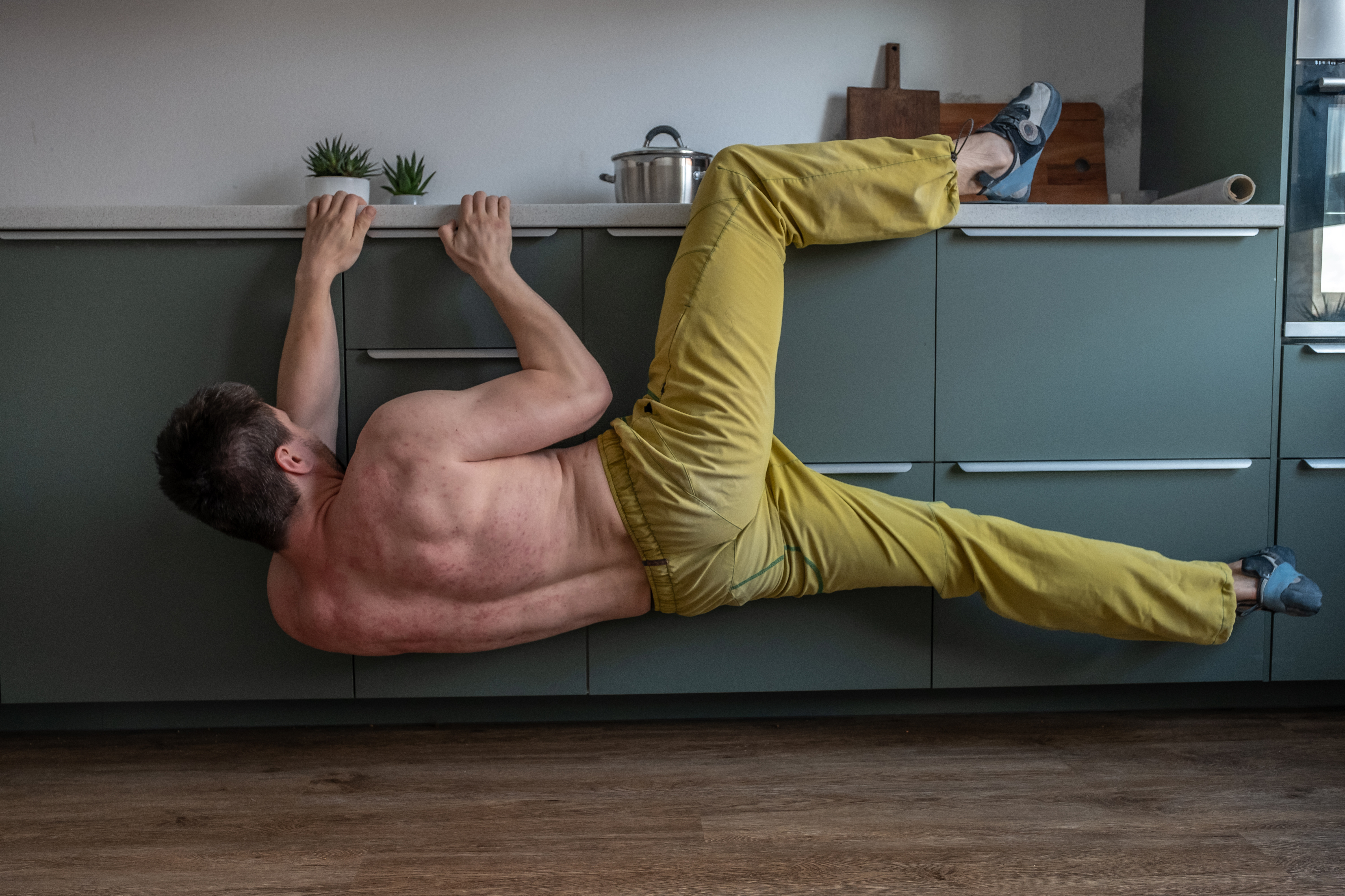 golf-workout-at-home-using-furniture-and-counters